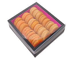 Macaron box 3 row black fuchsia Paris